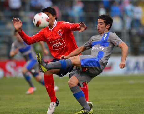 La Universidad Católica de Chile clasificó a las semifinales de la Copa Sudamericana 2012 tras ganarle 2-1 al argentino Independiente en partido de vuelta de los cuartos de final jugado este jueves en el estadio San Carlos de Apoquindo de Santiago.