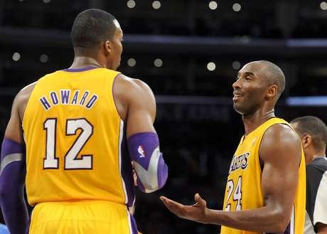 Dwight Howard y Kobe Bryant no saben lo que pasa en el equipo luego de tantas derrotas.