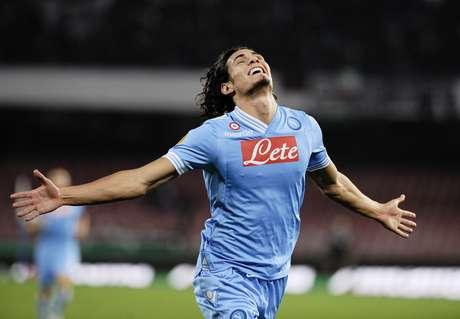 El uruguayo Edinson Cavani fue la gran figura en el triunfo del Napoli al anotar los cuatro tantos del equipo italiano.