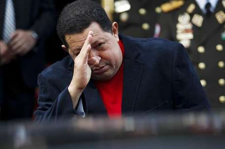Venezuela's President Hugo Chavez salutes Brazil's Foreign Minister Antonio Patriota as he leaves in a car after their meeting at the Miraflores Palace in Caracas November 1, 2012.