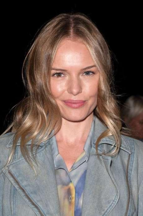 Kate Bosworth. La actriz que cumple 30 años en enero, es una de las que demuestra más admiración por el look neutro en cualquiera de sus apariciones. En su cara, nada que destacar, solo un rostro bien iluminado y las pestañas trabajadas con la máscara de una forma sutil.