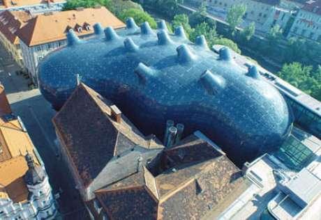 Este museu de arte moderna na cidade de Graz, na Áustria, pode ser comparado a um baiacu, ou um tentáculo de polvo