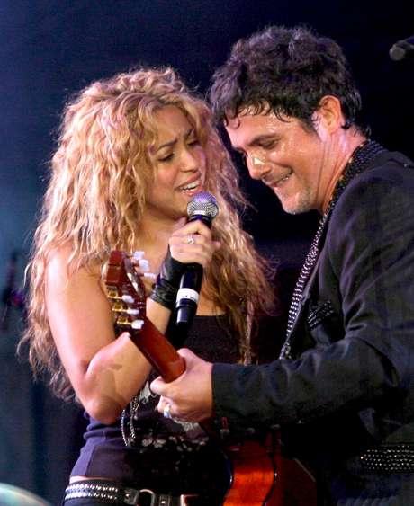 """En 2005, sale al aire el mega hit que grabó al lado de Shakira """"La Tortura"""". 5 millones de copias vendidas del single lo hicieron ganar el título como el tema en español más vendido."""