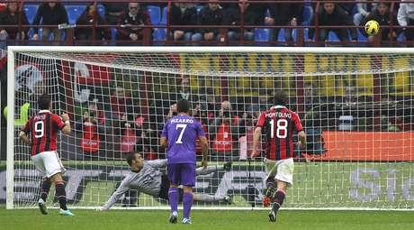 Pato perdeu pênalti na derrota por 3 a 1 para a Fiorentina, pelo Campeonato Italiano