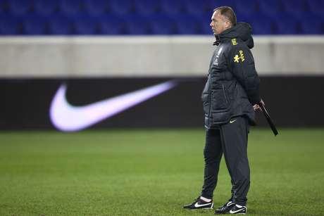 Técnico escalou Thiago Neves na posição que Lucas ocuparia no setor ofensivo do Brasil