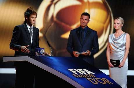 Jornal espanhol destaca que Neymar coincidirá com a cúpula do Barcelona durante festa da Fifa