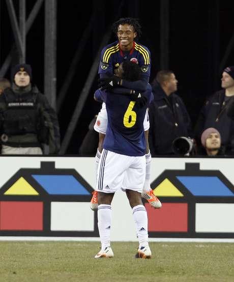 Autor do gol colombiano, Cuadrado foi comparado a atacante do Corinthians; ponta teve facilidade para atacar nas costas de Leandro Castán