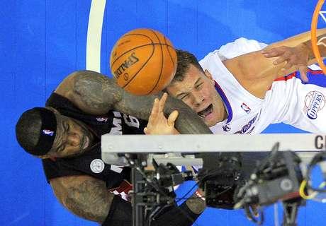 Heat vs. Clippers: Blake Griffin pelea por el balón con LeBron James. Los Clippers hicieron pedazos a la defensiva de Miami para ganar 107-100 en juego celebrado en el Staples Center.