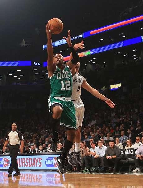 Brook Lopez anotó 24 puntos y comandó la ofensiva de los Nets.
