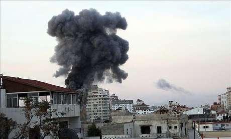 Israel y las milicias de Gaza continúan los ataques durante la noche
