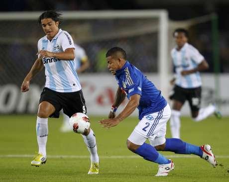 Equipe gaúcha saiu na frente, mas tomou três gols durante o segundo tempo