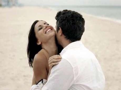 Mas, apesar dos percalços, a química entre o casal é tão grande que eles acabam juntos<br />