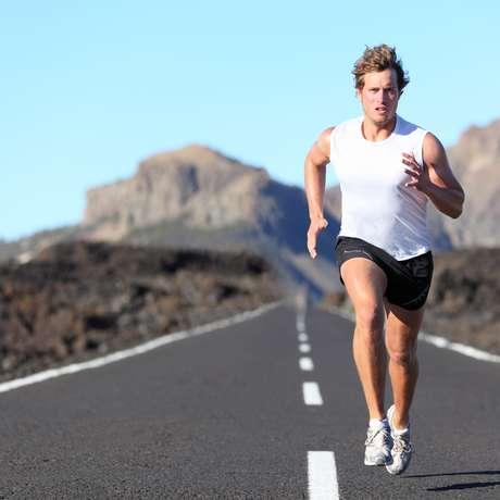 Correr queima calorias e trabalha vários músculos do corpo