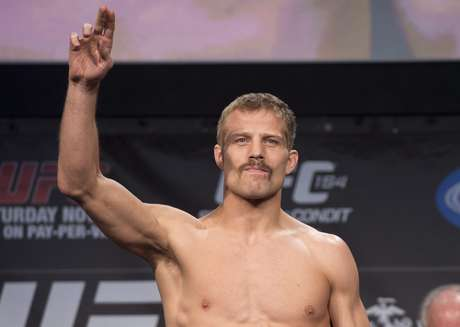 Americano Nick Ring passou mal e teve combate cancelado no UFC 154