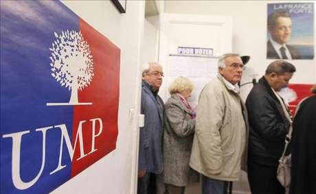 La UMP elige entre Fillon y Copé a su jefe, que debe liderar la oposición gala.