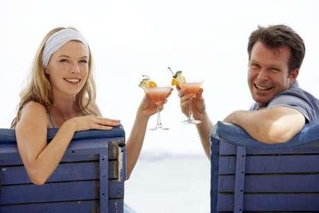 Casais com homem mais velho e mulher mais nova sofrem preconceito