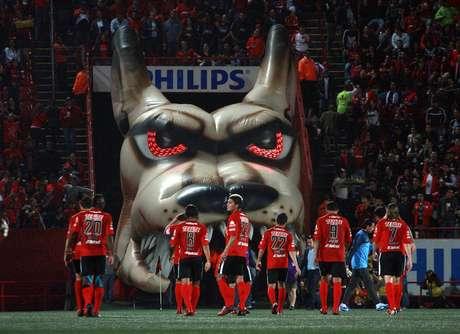 XOLOS. Los jugadores de Tijuana regresan al vestidor luego de eliminar a Rayados en los Cuartos de Final de la Liga MX.