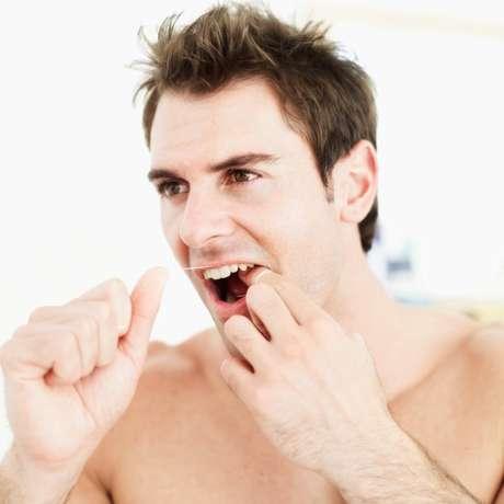 Esquecer o fio-dental: de acordo com o Journal of Periodontology, os homens que não usam regularmente fio-dental têm uma chance maior de disfunção erétil do que os homens que mantêm a rotina de limpeza