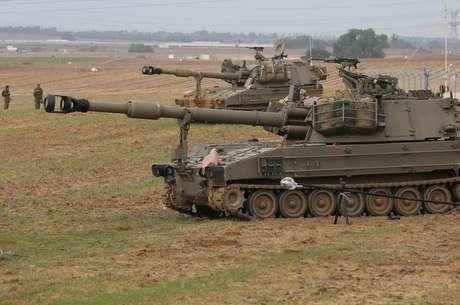 Tanques del ejército israelí se preparan en la frontera con Gaza. La tensión crece.