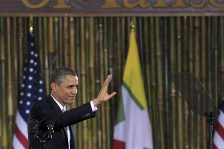 U.S. President Barack Obama waves after giving a speech at the University of Yangon November 19, 2012.