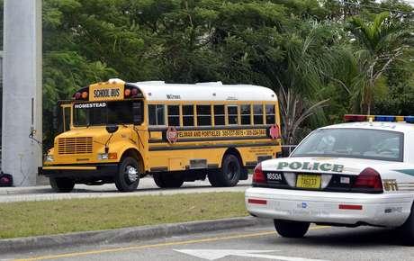 Adolescente en el autobús escolar