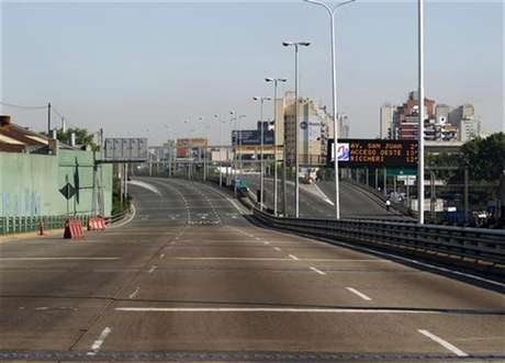 An empty motorway is seen during a one-day nationwide strike in Buenos Aires November 20, 2012.