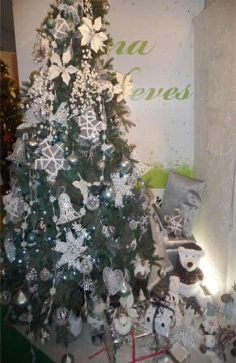 Decoración del cuento de La reina de la las nieves: enmarca la navidad en plata y escarcha.