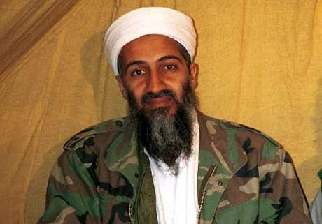 Fotografía de archivo sin fecha muestra a Osama bin Laden, líder de al Qaeda, en Afganistán.