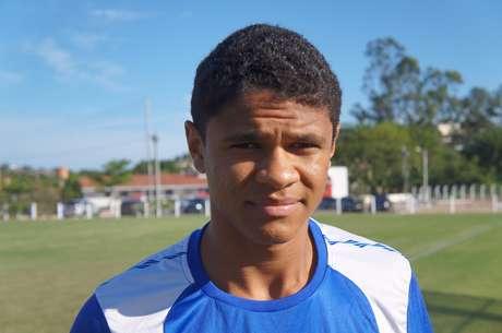 Jovem lateral Douglas Santos ressaltou a importância de Lúcio para sua cerreira
