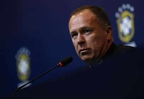 O então técnico da seleção brasileira, Mano Menezes, fala em coletiva de imprensa no Rio de Janeiro. Menezes foi demitido do comando da seleção brasileira de futebol. 27/09/2012