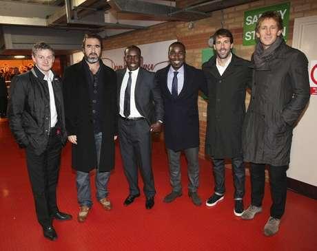 Solksjaer, Cantona, Yorke, Andy Cole, Van Nistelrooy y Edwin van der Sar posaron juntos para la foto del recuerdo.