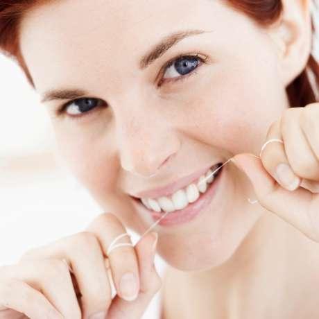 02c52d949 Especialista diz que usar fio dental é perda de tempo