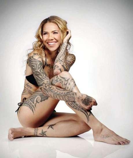 Las mujeres no quedan fuera de la lista. La ex futbolista estadounidense, Natasha Kai, quien jugó para el Philadelphia Union, tiene 60 tatuajes que cubren su cuerpo.