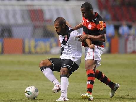 Em um clássico com duas equipes que já não tem mais pretensões no Campeonato Brasileiro, o Vasco empatou com o Flamengo por 1 a 1, neste sábado, no Engenhão, em partida válida pela 37ª rodada