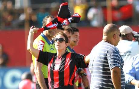 Com a presença de Ivete Sangalo, o Vitória empatou com o Ceará por 1 a 1 e retornou à Série A do Brasileiro