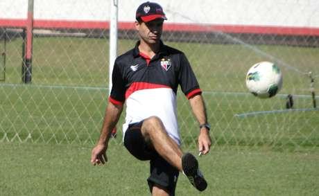 Jairo Araújo, treinador do Atlético-GO, prevê partida movimentada