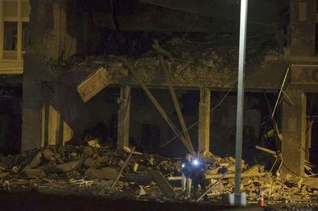 Officials survey damage in the rubble of a destroyed building in downtown Springfield, Massachusetts November 23, 2012.