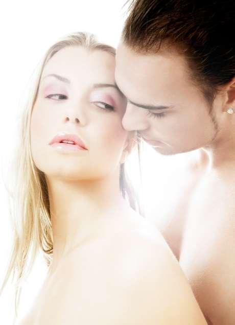 2 - Sexo mecânico - Não faça sexo de maneira mecânica. Mulheres (e homens) odeiam momentos a dois chatos, metódicos e previsíveis