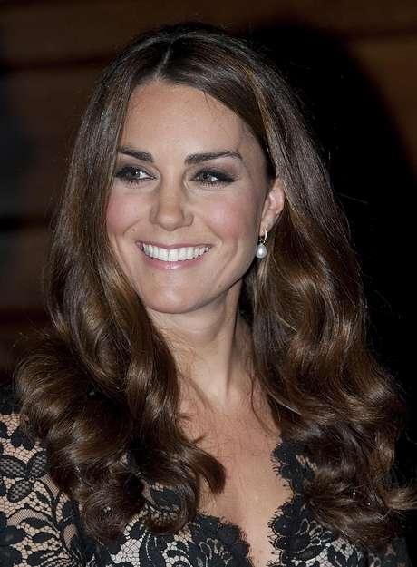 La duquesa de Cambridge, mejor conocida como Kate Middleton fue nombrada como la mujer más bella sin maquillaje del Reino Unido.