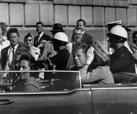 Hill venía de ser el escolta del ex presidente Dwight Einsenhower y cuando le dijeron que ia a ser el guardaespaldas de la primera dama, se sintió defraudado. Pero todo se disipó cuando conoció a Jackie Kennedy. 'Era muy atractiva y estaba muy embarazada', dice en su libro.