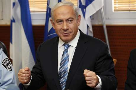 Israel's Prime Minister Benjamin Netanyahu gestures during his visit to the police headquarters in Jerusalem November 22, 2012.