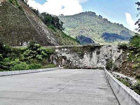 A unos días de dejar el poder, el Presidente Felipe Calderón Hinojosa deja inconclusa la Autopista México-Tuxpan, la cual presumió como un gran proyecto.