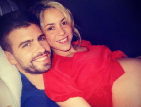 Shakira muestra su pancita de embarazada en Twitter