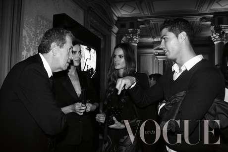 Tras el partido que disputaba contra el Alcoyano y cuando nadie ya le esperaba, Cristiano Ronaldo se presentaba en la fiesta que organizó el martes la revista Vogue para celebrar la portada de diciembre del fotógrafo Mario Testino. Llegó cuando la prensa se había marchado para acompañar a su novia, Irina Shayk, una de las estrellas de la alfombra roja.