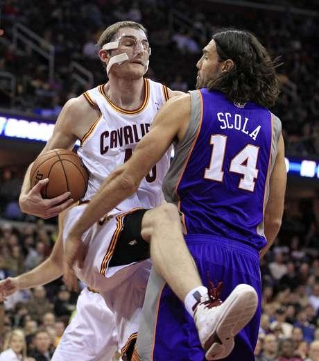 La escuadra de Phoenix impuso su fuerza abajo del tablero ante Cavaliers.
