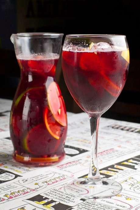 A bebida é refrescante e pode ser feita com vinho tinto, branco ou rosé