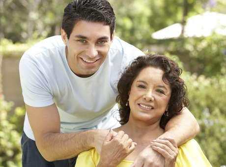 A boa convivência dos homens com os sogros conecta o marido e a esposa