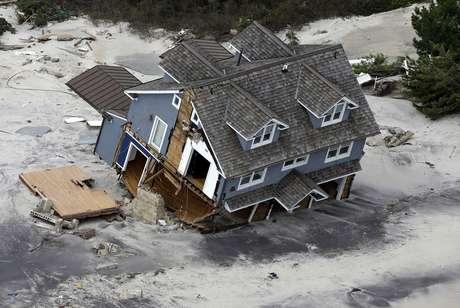 En total, la tormenta dañó 375 centros de salud y 2.100 escuelas en Estados Unidos y el Caribe