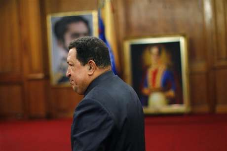 Venezuelan President Hugo Chavez points at a map as he speaks during a Council of Ministers at Miraflores Palace in Caracas November 15, 2012.