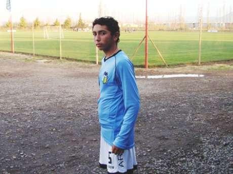 Cristian Cuevas tiene 17 años y es lateral izquierdo.